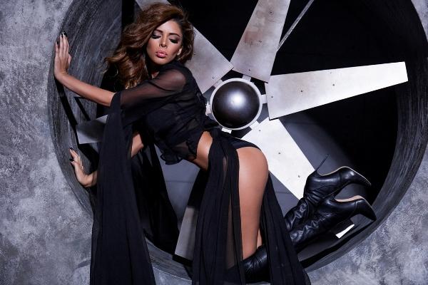 Модель Камилла Бабаева в экстраванатной фотосессии «Stylish provocation»