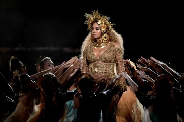 Грэмми-2017: шоу и победители — выступление Леди Гаги, Адель и беременной Бейонсе [Фото]