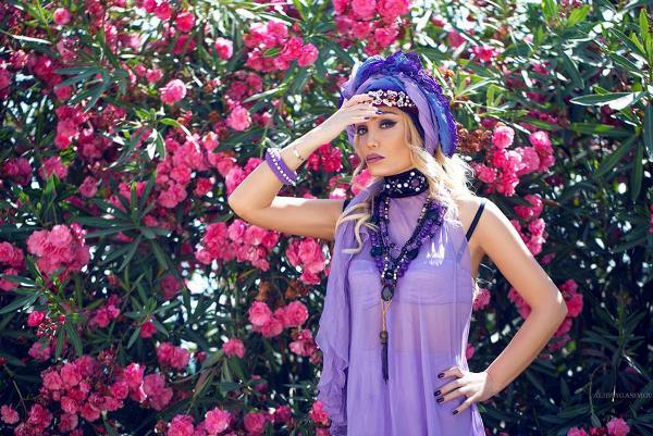 Нура Сури представила клип на песню #MazoxistO снятый при помощи телефона