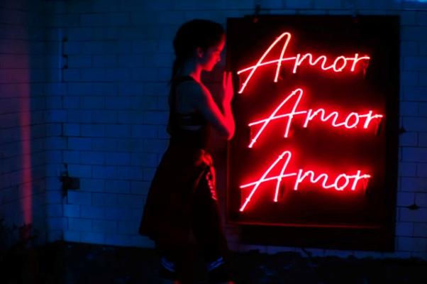 Дженнифер Лопес выпустила новый клип на песню Amor, Amor, Amor